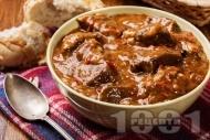 Рецепта Свински тас кебап с месо от плешка, лук и чушки